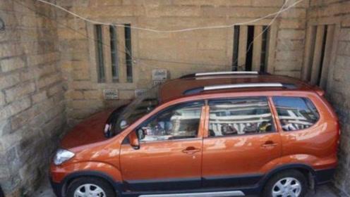 侧方位停车简单方法,只要记住这2点,再小的车位也能停进去