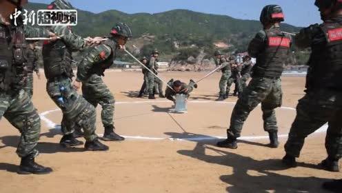 直击福建武警海滩极限训练沙海励精兵