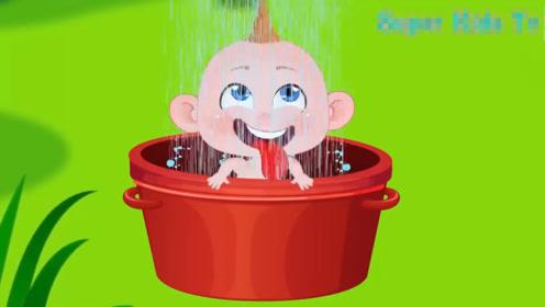 调皮宝宝总是弄得身上脏兮兮,妈妈不停给他洗澡,累到睡着了!
