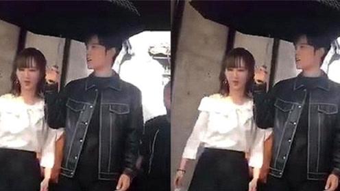肖战为杨紫撑伞,看到这个细节后,网友:甜到齁
