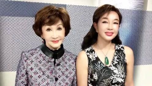 67岁刘晓庆晒照耳朵都P变形了,被网友群嘲后秒删动态
