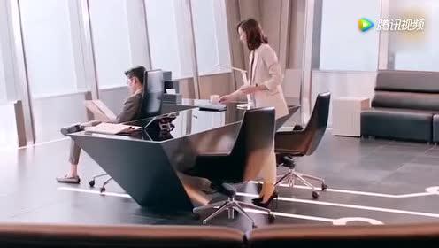温暖的弦温暖刚到公司!就给总裁南弦呈上咖啡!两人真是腻歪