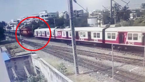 """印度两列火车对撞画面曝光!司机""""赌命""""全力刹车试图挽救全车人"""