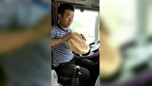 卡车司机的午餐,一块大饼