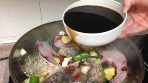炖鱼时只知道加黄酒去腥?其实错了,教你一招保证鱼肉好吃!
