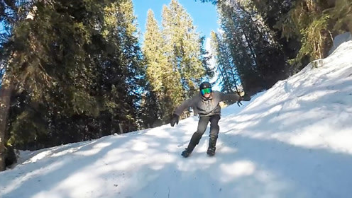 长得像拖鞋的滑雪鞋,2根带子固定,1秒完成穿脱