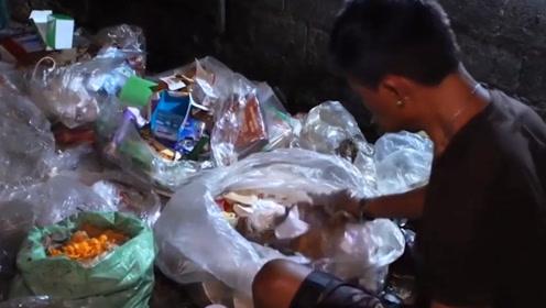 """菲律宾的平民窟,吃的是真正的""""垃圾食品"""",看完让你怀疑人生!"""