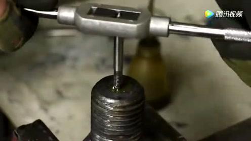国外大叔找来3颗螺栓,看到最后才知道做成了这个!