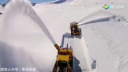 国外除雪车清理山区路面,看完整个人都舒服了!