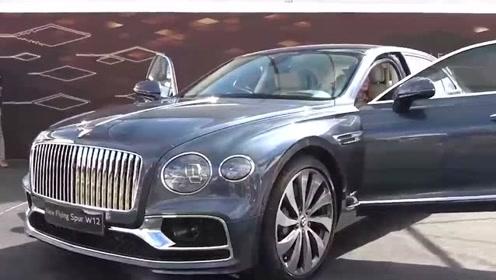 500万的2020款宾利飞驰W12亮相,打开车门看到内饰后被惊艳到了