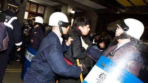 """驱散""""太阳花""""分子的台湾警察也要上街,什么让他们如此愤怒?"""