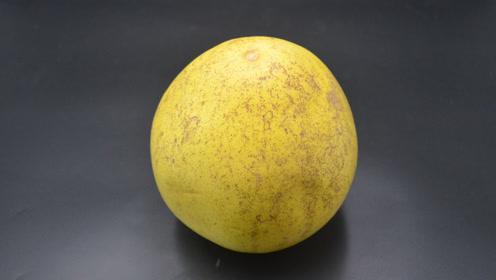 剥柚子最简单的方法,剥得完整还不浪费时间,看完真的涨知识了