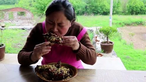 胖妹做秘制猪蹄有手段,2斤大猪蹄子吃过瘾,手上的酱汁也不放过!