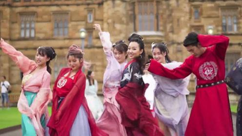 """中国汉服""""霸占""""米兰街头,外国人穿上似天女下凡,和服成了过去式!"""