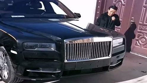大佬新买的车,这可是几百万的劳斯莱斯,看他的穿着打扮就不像有钱人啊!