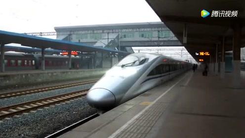 天津西开往青岛的动车 D347次淄博站1站台发车