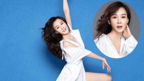 萧蔷第20年推出慈善年历写真 51岁的她身材好得逆天