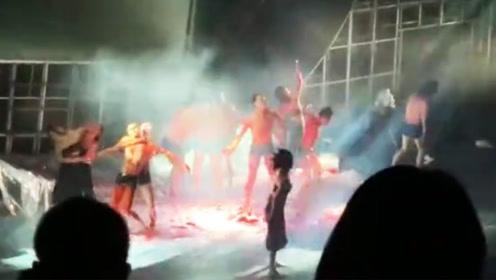 孟京辉版《茶馆》遭观众退票 现场群魔乱舞引网友公愤