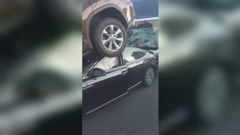 上海内环高架5车相撞 一轿车将SUV铲起道路拥堵超5公里
