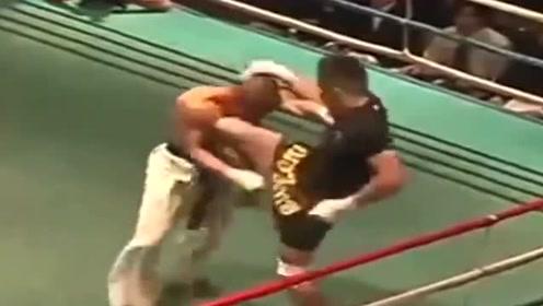 空手道VS泰拳,双方从开场就是暴拳重腿,谁更强?