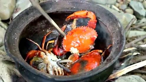 美女野外烹饪大螃蟹,螃蟹其实味道都一样,重要的是这碗让人口水直流的酱料