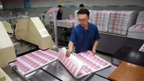 印钞工厂里的工人,可以自己拿钱花吗?拿了都嫌丢人
