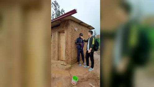 非洲卢旺达,乡村公共卫生间,高端大气上档次,消费也不贵!