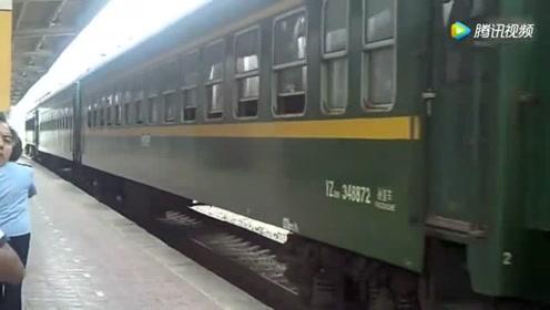 宝成铁路上的绿皮火车 SS6B牵引广元至宝鸡6064次进凤县站