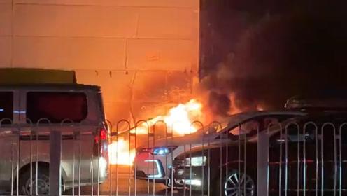 北京一滴滴轿车自燃被大火吞噬 乘客曾多次提醒司机并未理会