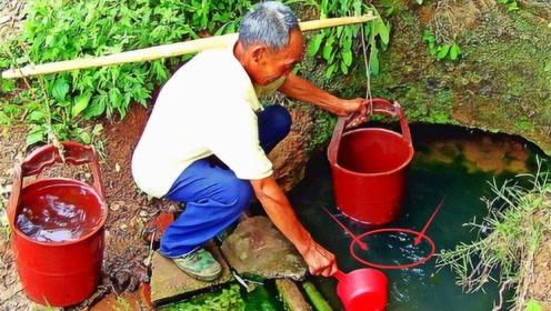 老人家在自家院中打井,整整三天没出水,本想放弃却发生了意外!