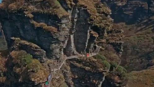 贵州梵净山的特殊人群,身着朴素靠苦力出名,一天最高挣上万元