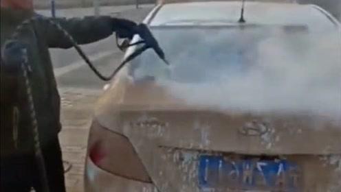 听说最近流行这样洗车了,不需要借助一滴水,都可以洗得干干净净