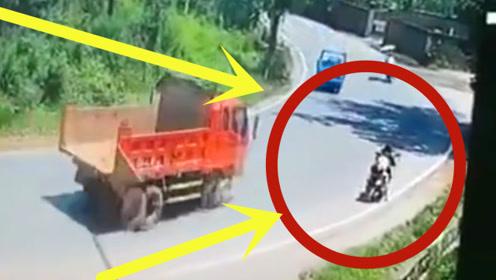 母子俩骑电动车回家路上,2秒后两人双双毙命,凶手竟大摇大摆离去!