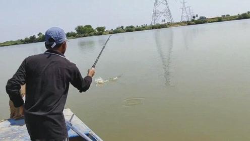 水库的鱼真好钓,才几分钟,接连钓上两条大家伙,看着太过瘾了