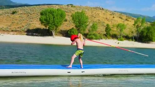 趣味短片:搞笑的,水上拳击!像孩子一样玩耍!