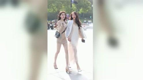 街头遇到两个赶着去上班的小姐姐,长得漂亮身材好,你喜欢上了哪一个?