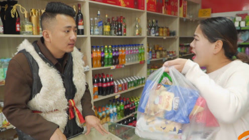 短剧:美女超市买东西,花5元就买了一大袋零食,套路太深了
