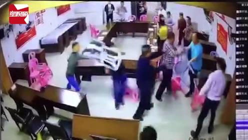 广东潮州某村开会时村干部互殴:一人为村支书,警方已介入