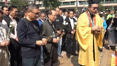 """现场!香港遭暴徒砸死老伯""""头七"""" 市民致哀促止暴制乱"""