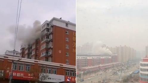 突发!河北献县一楼房起火 相隔很远浓烟依旧清晰可见