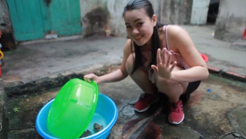中国游客在越南,无意间拍到的一幕,这才是真正的天然美女!