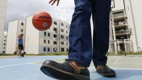 """国外男子靠""""40厘米""""双脚打破世界纪录,生活上有一事让他很苦恼"""