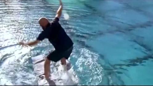 老外挑战水上行走,结果让人同情,网友:不作死就不会死!