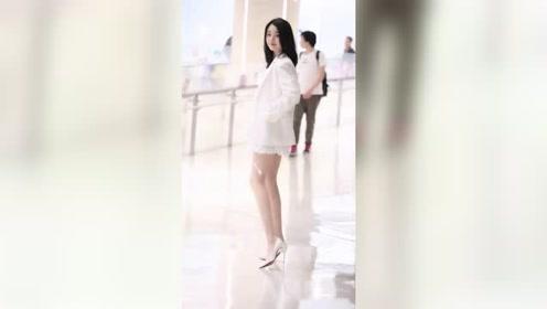 这种肤白貌美大长腿爱笑的小姐姐,应该是男生最喜欢的女朋友类型吧?