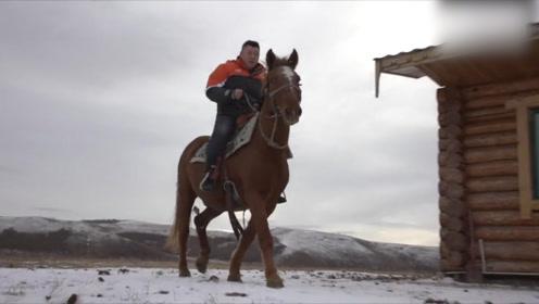 内蒙古快递员雪地骑马送取快递 网友:镖局重出江湖了吗
