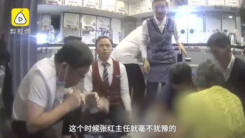 医生飞机上用嘴为病人吸尿:差点紧急迫降,自制吸尿装置急救