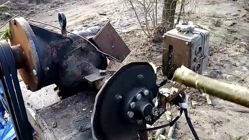 为了劈柴省力,老外发明了一堆劈柴神器,有些挺危险的!