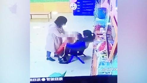 女孩在幼儿园哭闹被老师蒙头殴打 警方介入调查 园方称将开除老师
