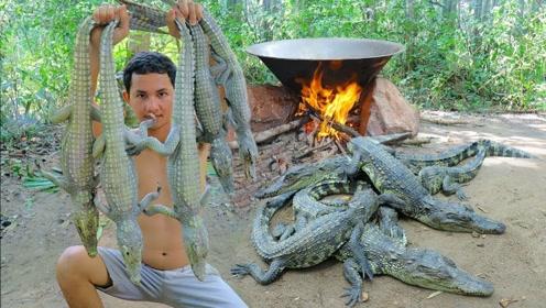 两小伙丛林油炸鳄鱼吃,一次炸了5条,真不是一般的土豪