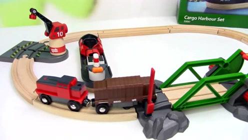 轮船进港,吊车卸下货物,装运到电动小火车轨道上